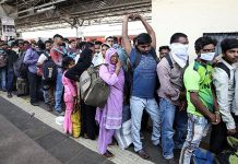migrants population lining up to leave for native places